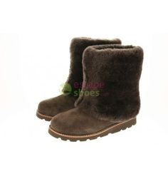 UGG Maylin Chocolate 3220 http://www.escapeshoes.com/pt/botas/433-botas-ugg-maylin-chocolate-3220.html