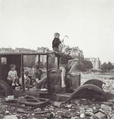 Robert Doisneau- La voiture fondue (The Car That Melted), 1944