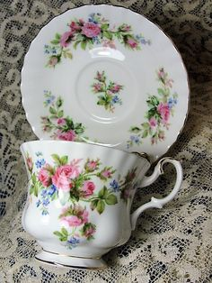 LOVELY Vintage Teacup and Saucer Royal Albert English Bone China Tea Time Cups and Saucers so pretty! Vintage Cups, Vintage China, In China, China Tea Sets, Teapots And Cups, Teacups, My Tea, Tea Cup Saucer, Tea Party