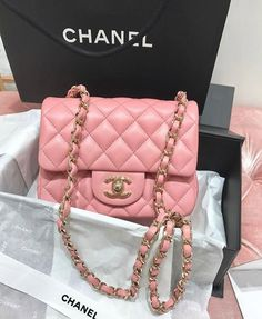 c5047a3454e1 Chanel cake. Tiers of Joy · REAL CAKE · #Chanelhandbags #cutepinkpurses  デザイナーバッグ, デザイナージュエリー, デザイナーハンドバッグ, バーバリーのバッグ