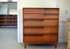 Vintage pair of Henredon Circa East bedroom nightstands ...