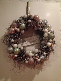 Leuke kerstkrans Christmas And New Year, Christmas Home, Christmas Cookies, Turquoise Wreath, Holiday Wreaths, Holiday Decor, Ornament Wreath, Ornaments, Xmas Decorations
