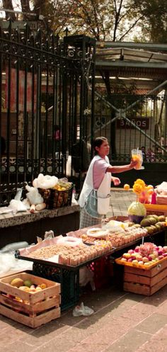 México . fruit vendor [ MexicanConnexionForTile.com ] #culture #Talavera #handmade