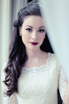 A vintage look for fall - cat-eye makeup and bold lipstick. Source: E K Studios #weddingmakeup #fallwedding #vintage