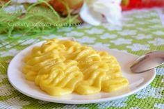 Crema pasticcera con ananas caramellato, densa al punto giusto, liscia e delicata. QUI la Ricetta : http://blog.giallozafferano.it/dolcipocodolci/crema-pasticcera-con-ananas-blog-dolcipocodolci/