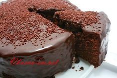 An easy chocolate cake recipe for you to bake for family or friends. Find lots of chocolate sponge cake recipes & more baking ideas at Tesco Real Food. Food Cakes, Cupcake Cakes, Healthy Desserts, Dessert Recipes, Cupcake Recipes, Chocolate Thermomix, Chocolate Mud Cake, Mango Chocolate, Chocolate Sponge