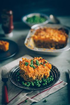 A traditional recipe for shepherd's pie gets a make over. See how sweet potatoes transform this winter warming dish. Sweet Potato Toppings, Beef Dishes, Casserole Recipes, Yummy Food, Healthy Food, Fun Food, Delicious Desserts, Food And Drink, Favorite Recipes