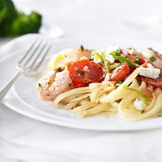 Skillet Shrimp with Tomatoes and Feta 200 calories (Make it a meal: add linguini, side of broccoli, and cantaloupe topped raspberry sorbet for a total of 475 calories!) total meal is 675 calories Shrimp Recipes, Pasta Recipes, Diet Recipes, Cooking Recipes, Healthy Recipes, Seafood Dishes, Pasta Dishes, Skillet Shrimp, Feta Pasta