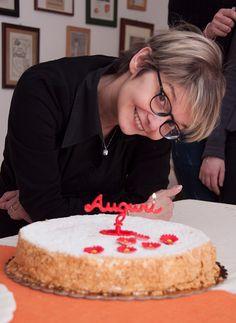 Rossanina con la torta di compleanno di Elena