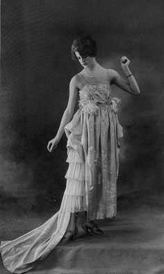 Les Modes (Paris) 1918 Robe du Soir par Redfern #fashion #vintage #style
