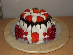 slagroomtaartje met aardbeien