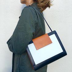 aea1f2d60300 30 bästa bilderna på Women s bags   accessories