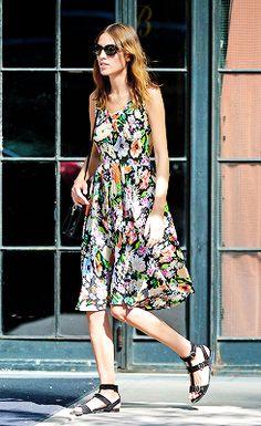 http://31.media.tumblr.com/5a6a5e028bbc7fec6dc8eec2eff9b477/tumblr_n9j8sum8sC1r02rbso3_250.png floral dress strappy black sandal