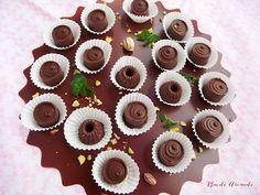 Praline de ciocolată cu mentă şi fistic Mini Cupcakes, Ale, Desserts, Mint, Tailgate Desserts, Deserts, Ale Beer, Postres, Dessert