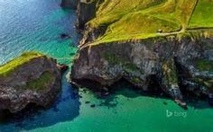 Carrick-a-Rede rope bridge near Ballintoy, Northern Ireland © Chris Hill/Getty Images