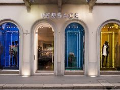 Milano Boutique Versace photo by pcruciatti - Shutterstock.com