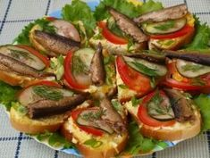 Festive sandwiches with sprats / Health Alphabet Fish Dishes, Seafood Dishes, Fish And Seafood, Tasty Dishes, Ukrainian Recipes, Russian Recipes, Tapas, Snacks Für Party, Savory Snacks