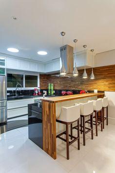 Busca imágenes de diseños de Cocinas de estilo moderno en  de Arquiteto Aquiles Nícolas Kílaris. Encuentra las mejores fotos para inspirarte y crea tu hogar perfecto.