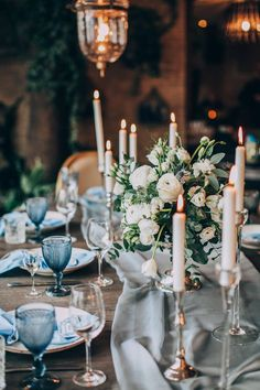 Wedding Flowers Blue Centerpieces Center Pieces 57 New Ideas Wedding Flower Guide, Wedding Table Flowers, Wedding Flower Decorations, Wedding Table Settings, Floral Wedding, Wedding Blue, Trendy Wedding, Timeless Wedding, White Flower Centerpieces
