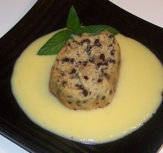 Spotted Dick is a traditional British pudding made from suet, or mutton fat. This is not a pudding for the faint-hearted or those on a diet plan. Pudding Desserts, Pudding Recipes, No Bake Desserts, Just Desserts, Dessert Recipes, English Food, English Meals, English Recipes, English Style