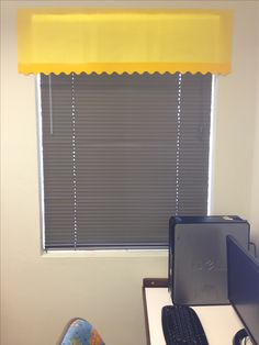 Homemade paper curtains for the classroom. Computer Lab Classroom, Classroom Board, Classroom Setup, Preschool Classroom, Elementary Bulletin Boards, Elementary Schools, Teaching Activities, Teaching Ideas, Computer Lab Organization