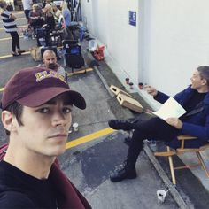 Captain cold is back grant gustin shares a selfie on. Set