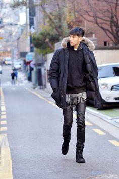 dapper as f*ck Hipster Fashion, Korean Fashion, Mens Fashion, Street Fashion, Warm Outfits, Black Outfits, Mode Style, Men's Style, Korean Model