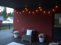 Coconut White: Star Trading Party Light - valonauha terassilla