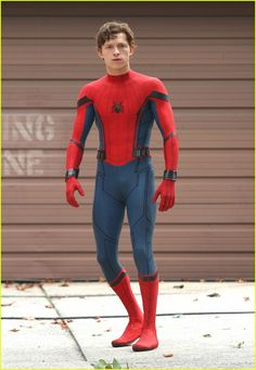 Tom Holland Challenges Chris Pratt to a Dance Off!: Photo Tom Holland pulls off his mask while filming scenes for Spider-Man: Homecoming on Tuesday (September in Queens, New York. Spiderman Homecoming Suit, Homecoming Suits, Tom Holland Fanfiction, Tom Holand, Tom Holland Peter Parker, Men's Toms, Tommy Boy, Chris Pratt, Hot Actors