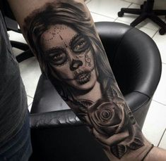 Tattoos of the world Payasa Tattoo, Skull Girl Tattoo, Forarm Tattoos, Chicano Tattoos, Sugar Skull Tattoos, Face Tattoos, Best Sleeve Tattoos, Sleeve Tattoos For Women, Body Art Tattoos