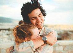 Couple-calin-rires-500x365