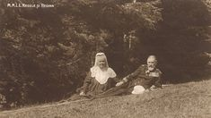 King Carol I and his wife Elisabeth (Carmen Sylva) Romanian Royal Family, Peles Castle, Queen Anne, Wwi, Old Pictures, Royalty, King, Couple Photos, Cousins