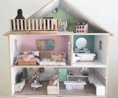 Dollhouse Design, Wooden Dollhouse, Dollhouse Dolls, Dollhouse Ideas, Diy Barbie Furniture, Dollhouse Furniture, Crafts Beautiful, Barbie House, Little Girl Rooms