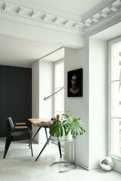 Levelled living room - via Coco Lapine Design / modern / simple / black and white / interior decor / decoration / home Home Interior, Interior Architecture, Interior Decorating, Hallway Decorating, Staircase Architecture, Decorating Ideas, Simple Interior, Classic Architecture, Modern Staircase