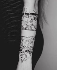 Tattoo Arm Frauen – I like the middle band, with the top and the bottom part of it… – Flower Tattoo Designs – Easter – tatoo Forearm Tattoos, Body Art Tattoos, Cool Tattoos, Tatoos, Tattoo Art, Forearm Flower Tattoo, Tattoos On The Wrist, Female Arm Sleeve Tattoos, Female Forearm Tattoo