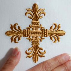 An Elegant Cross (4x4) - This would be gorgeous with EnMart's metallic thread!