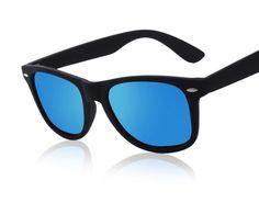 5bf51ed8b3 Gafas de alta moda armazón negro y lentes de espejo azul polarizado UV400