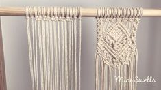 A fun macrame Time Lapse This fun small pattern will soon be available in slow mode on our Y. Macrame Wall Hanging Diy, Macrame Curtain, Macrame Art, Macrame Projects, How To Macrame, Driftwood Macrame, Art Macramé, Fleurs Diy, Macrame Design