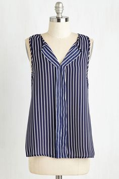 This Work Your While Top from ModCloth works best for an inverted triangle or hourglass body shape. Click through to find out why. When you buy through Styletruist, a portion of your purchase helps women in need.