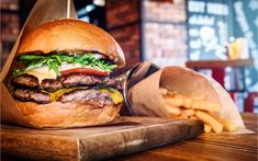 10 of the Best Fast-Food Burger Chains in the U. - All Time Lists Crazy Burger, Good Burger, Burger Joint, American Buffet, Burger Specials, Beste Burger, Best Fast Food, Gourmet Burgers, Beef Patty