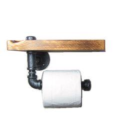 Diverse houten toiletrol houders beschikbaar. Deze houder heeft een ijzeren pijp en een houten plank, zodat je heerlijk een biertje op de wc kunt nuttigen