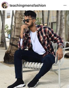 Stylish Mens Outfits, Basic Outfits, Urban Outfits, Casual Outfits, Smart Casual Menswear, Men Casual, Mens Clothing Guide, Teaching Mens Fashion, Mens Photoshoot Poses