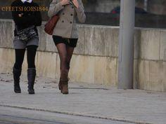 http://lebonheurestdanslepied.blogspot.fr/  Bottes et collants sont de sorties.