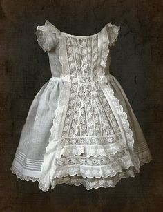 victorian lace toddler dress c. Victorian Children's Clothing, Antique Clothing, Victorian Fashion, Vintage Fashion, Victorian Lace, Antique Lace, Vintage Outfits, Vintage Dresses, Old Dresses