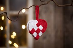 Lag heklet julepynt - 9 nydelige idéer - CChobby Blog Diy Christmas Ornaments, Christmas Projects, Christmas Decorations, Xmas, Knitted Heart, Some Ideas, Diy Crochet, Christmas Inspiration, Winter Time