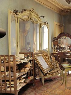 The painting was sold for 2.1 million euros and the rest of the items inside of the apartment would be worth thousands as well.