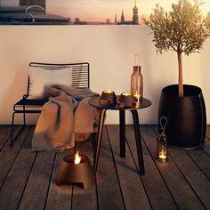 Hee Lounge Chair black - Hay Bella Desk coffee table - HAY te koop via: https://www.livingdesign.be/nl/producten/detail/hee-lounge-chair-hay https://www.livingdesign.be/nl/producten/detail/bella-coffee-table-small-hay