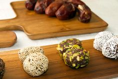 Had the most amazing and delicious #dates #sweets for #dessert #soulful #natural #memories #happiness #godsgift #yummyinmytummy #organiqliving #organic #sustainable #fairtrade #chabatree #minimal #simplicity #styleyourkitchen #homeessentials #closetonature Serving Trays available at www.organiqliving.com #mydubai