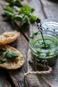 Nokkospesto on herkullista villiruokaa Pesto, Camembert Cheese, Healthy Eating, Healthy Food, Dairy, Healthy Recipes, Garden, Nature, Veg Garden