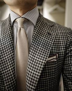 04/01/16 #wiwt #ootd #lookoftheday #sartorionapoli #jacket #tieyourtie #tie #exquisitetrimmings #pocketsquare #tailor #menswear #style #sartorial #instadaily #instastyle #instapic #photoftheday #snap...